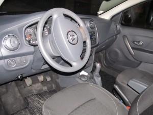 Учебен автомобил Dacia Sandero - шофьорски курсове Добрич